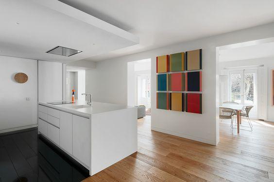 decoralinks |cocina blanca que actua como recibidor