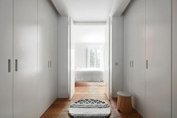 decoralinks | vestidor que da acceso al dormitorio principal