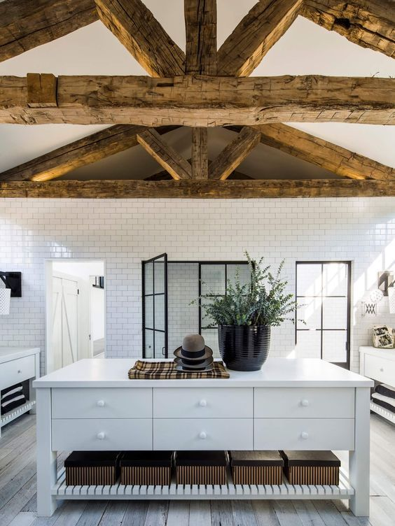 decoralinks | Immense bathroom at Diane Keaton's brick cottage house