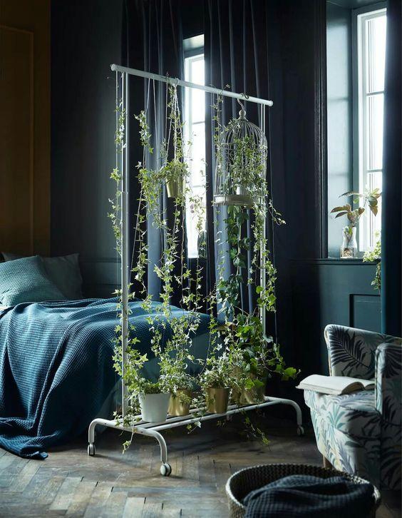 decoralinks | burras blancas de ikea con plantas para separar espacios
