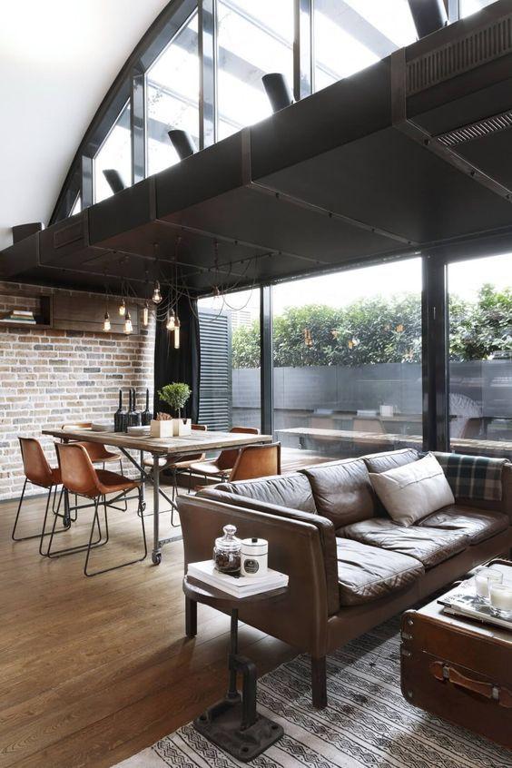 decoralinks | apartamento loft industrial - salon con caja para contener el aire acondicionado