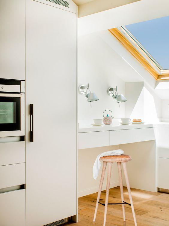 decoralinks | barra de desayunos bajo techo abuhardillado