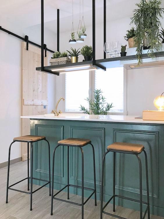 decoralinks   reforma piso alquiler - cocina con isla y barra suspendida