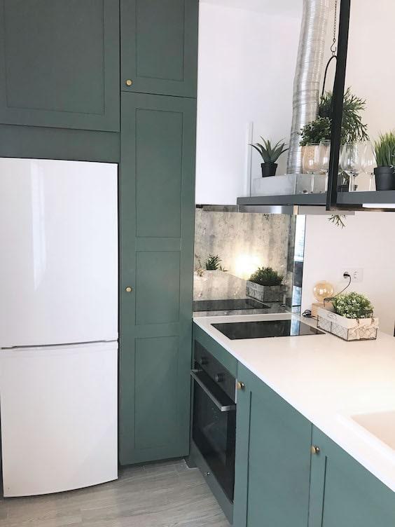 decoralinks   reforma piso alquiler . cocina low cost pintada de verde