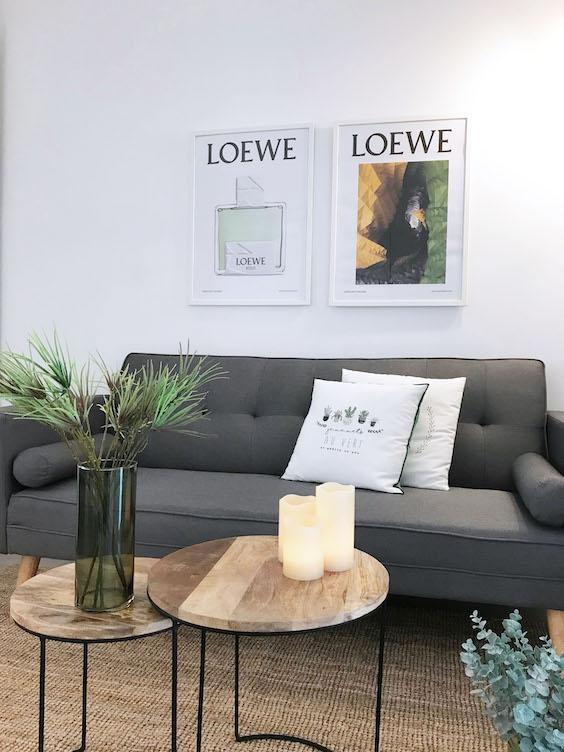 decoralinks | piso para alquilar con sofa gris y mesitas metalicas de madera