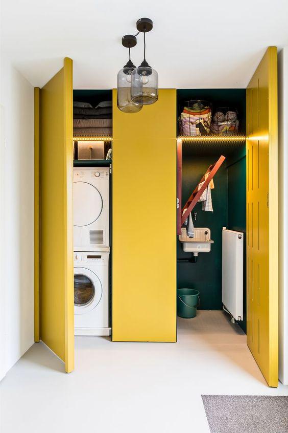decoralinks | combinaciones color antidrepresivas lavanderia con puertas amarillas e interiores verde botella