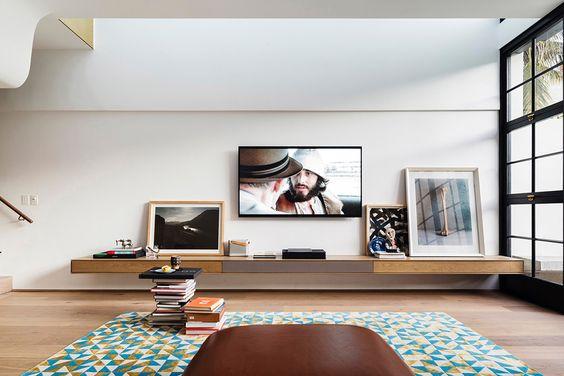 decoralinks   disimula el televisor entre cuadros