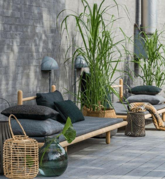 decoralinks | patio en gris con muebles de Chris L. Halstrom