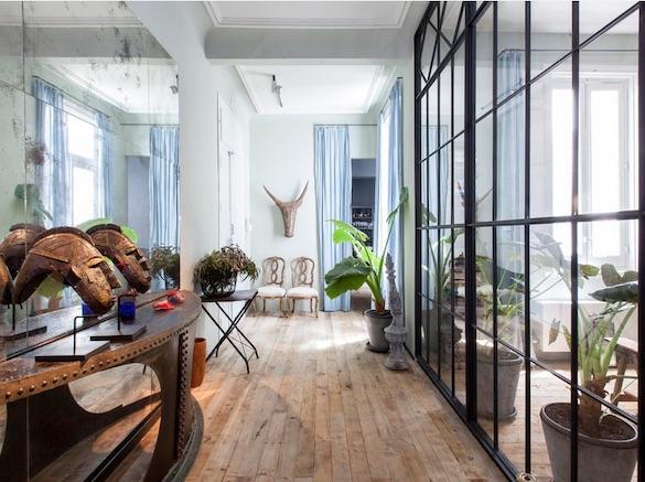 decoralinks | casa con mas cristal que paredes en la entrada