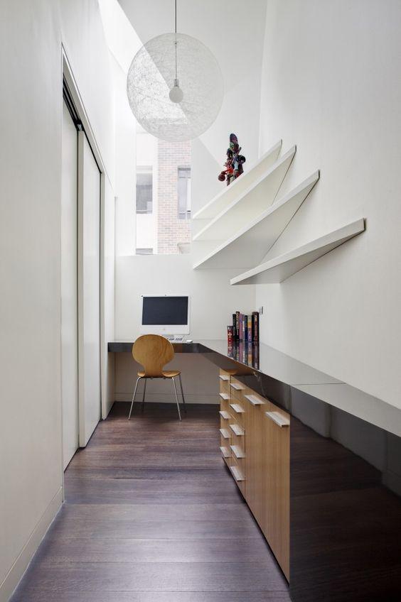 decoralinks | espacio improvisado para teletrabajar  - un pasillo con mobiliario a medida