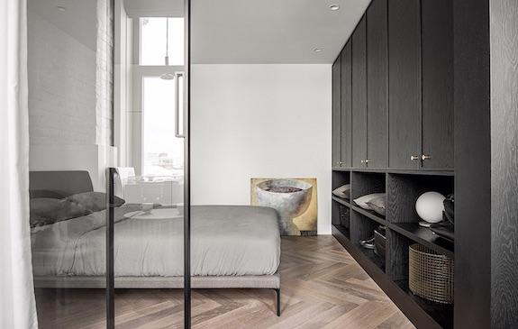 decoralinks | #casa #dormitorio #armario #negro #puertasacristaladas #puertascorrederas