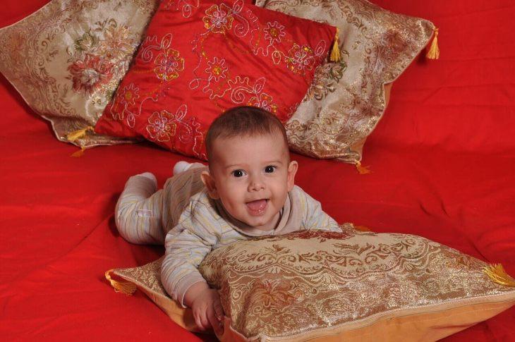 por que bebês sorriem tanto