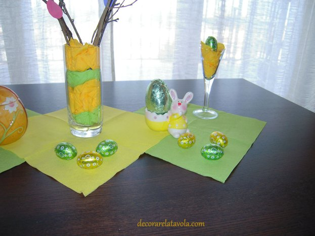 Centrotavola per Pasqua con rami decorati foto 3