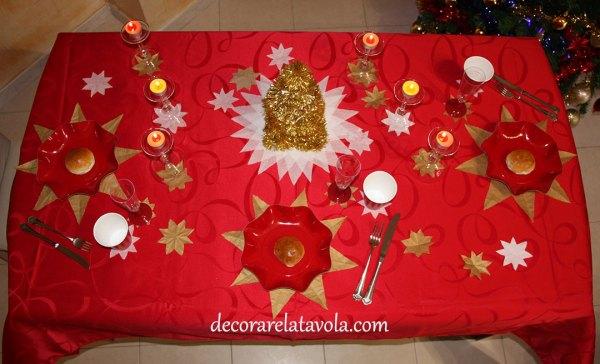 Decorare tavola di Natale con stelle