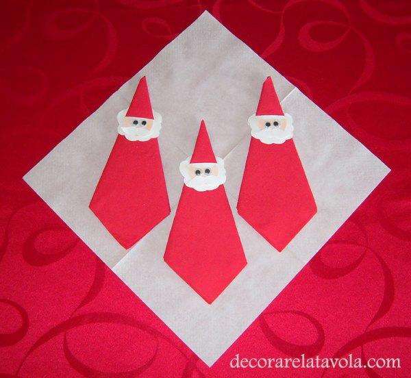 Tovagliolo Piegato A Babbo Natale Decorare La Tavola