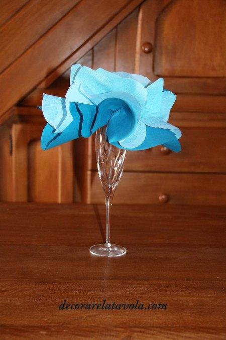Centrotavola fiore con tovaglioli