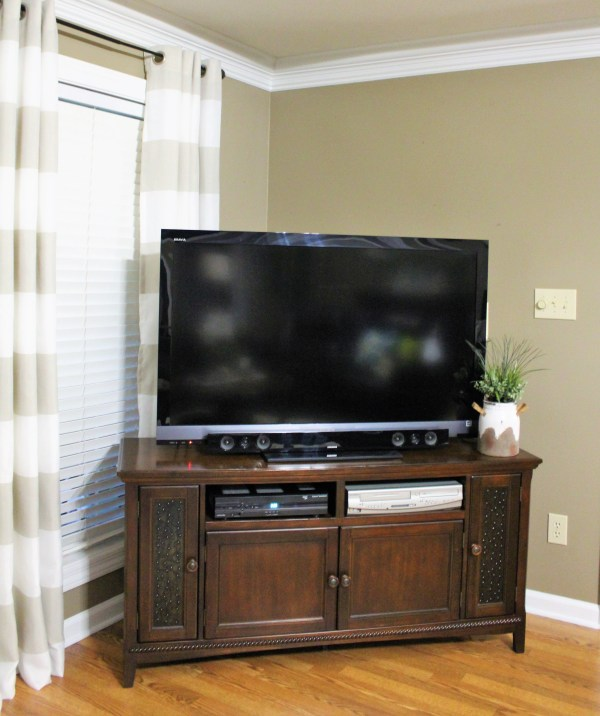 How To Decorate A Wall Above A Corner Tv Decorate More With Tip