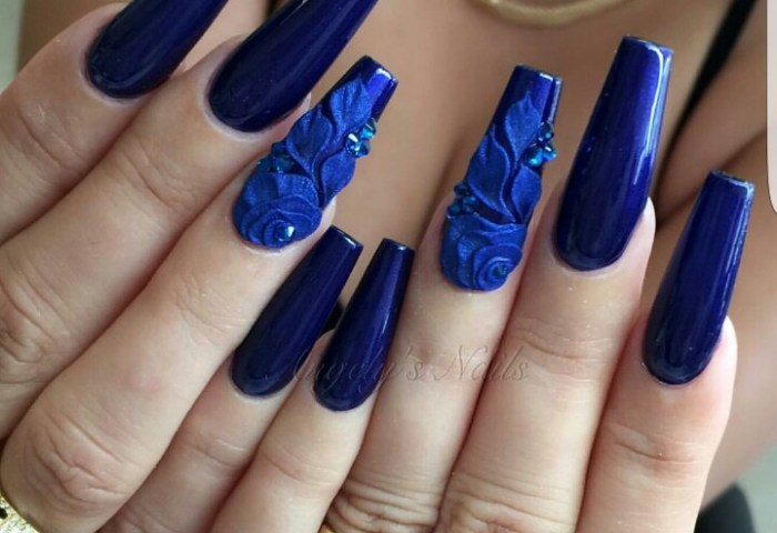 Uñas Azules Decoradas Con Flores Piedras Y Mas 20 Diseños Con Estilo
