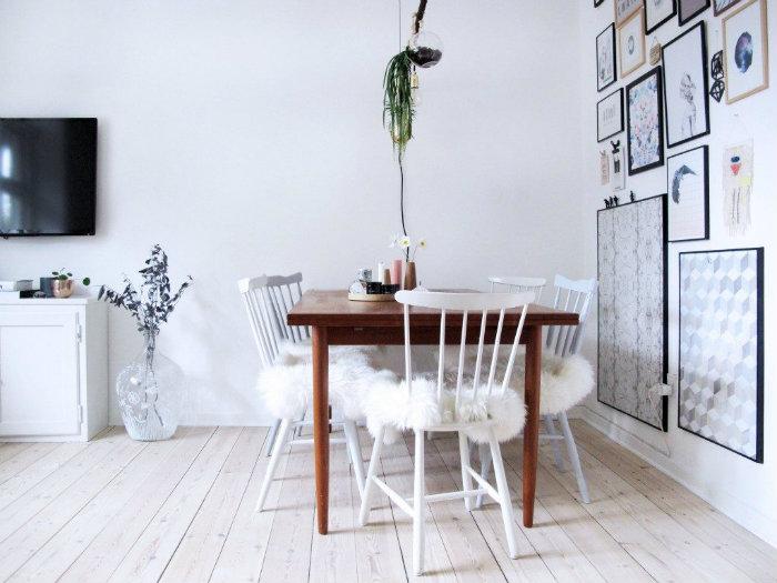 Προσιτή και όμορφη λύση: Μια μια προβιά φτιάχνεις μαξιλάρια για δύο καρέκλες τραπεζαρίας. Οι πιο άνετες που έχεις κάτσει ποτέ!