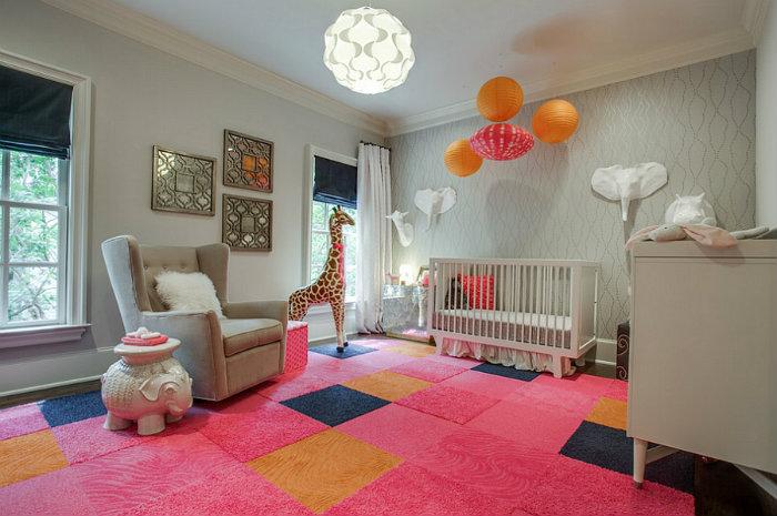 Μοκέτα σε βρεφικό δωμάτιο με έμφαση στο hot pink.
