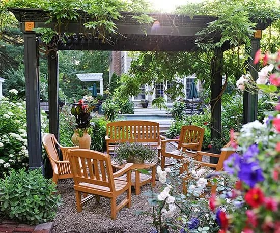 13 Garden Ideas To Refresh Your Home Atmosphere ... on Small Garden Sitting Area Ideas  id=51465