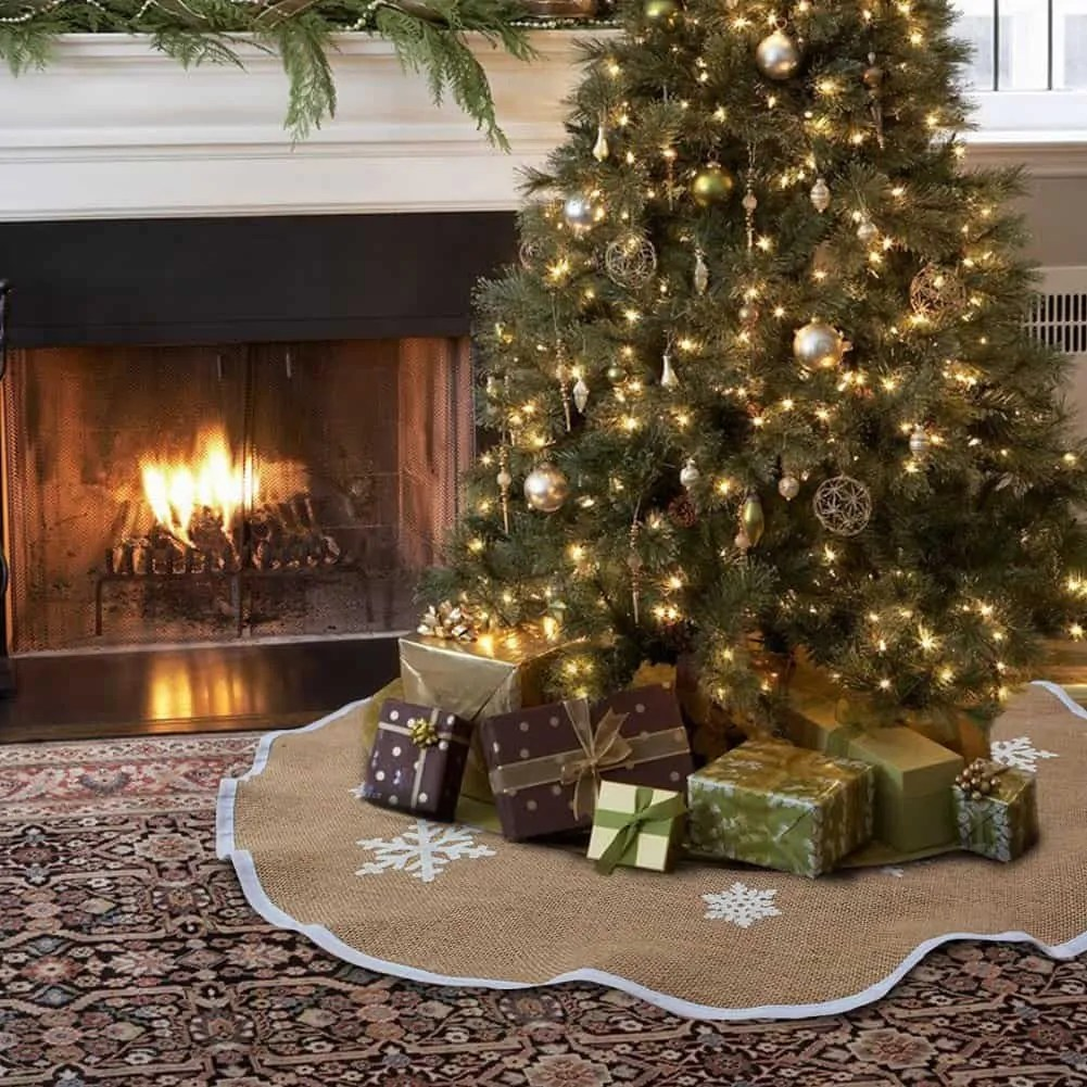35 Cozy Indoor and Outdoor Christmas Decorations ... on Lawn Decorating Ideas  id=35409