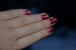 https://decorationgles.wordpress.com/2013/01/22/nail-art-n9-rose-et-dore/