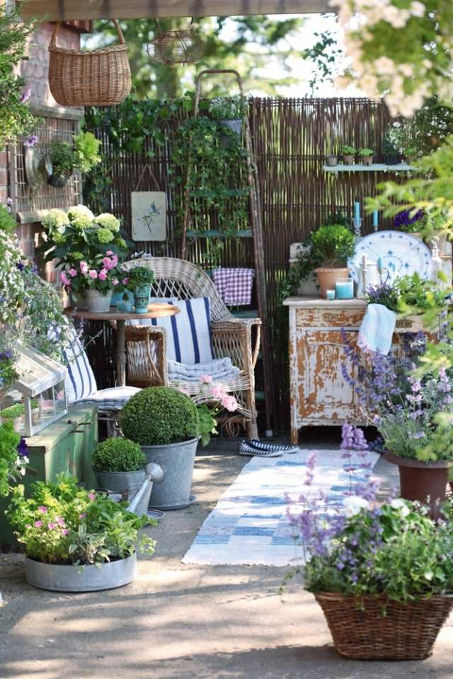 25 Shabby-Chic Style Outdoor Design Ideas - Decoration Love on Chic Patio Ideas id=29194