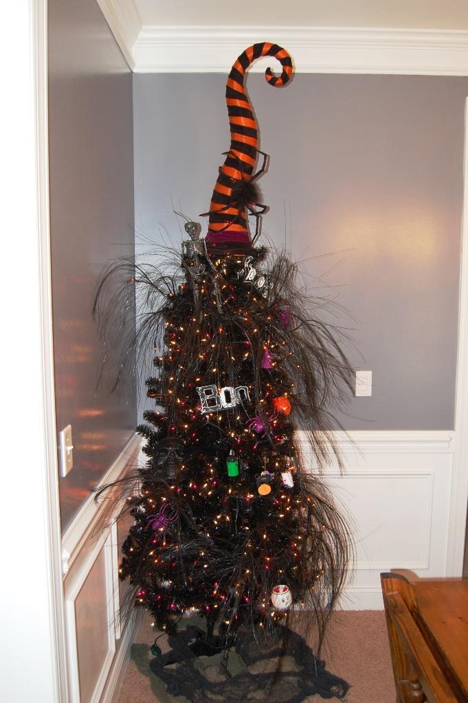 25 Amazing Halloween Tree Decorations Ideas Decoration Love