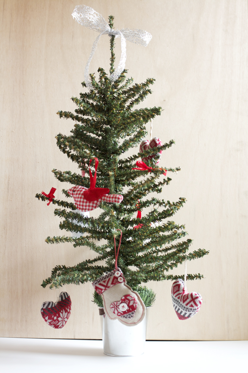 45 Scandinavian Christmas Tree Decorations Ideas