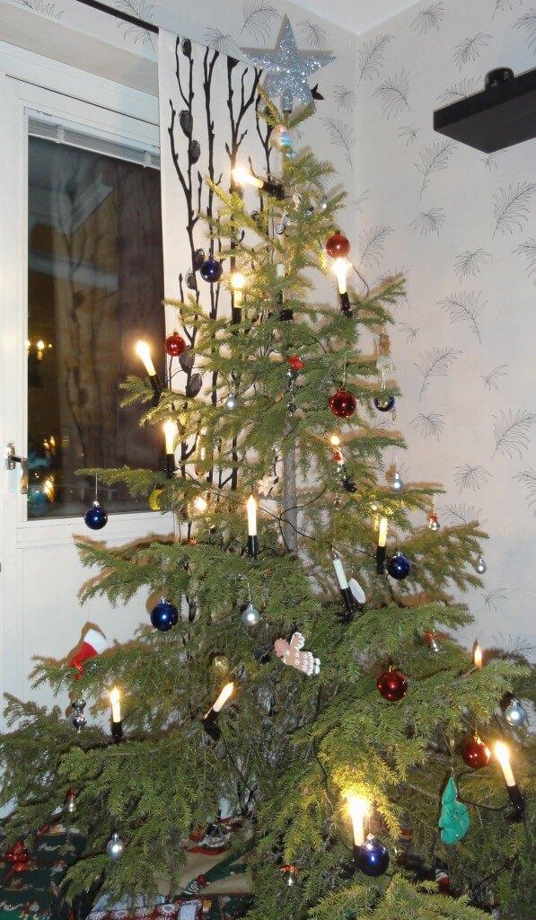 45 Scandinavian Christmas Tree Decorations Ideas