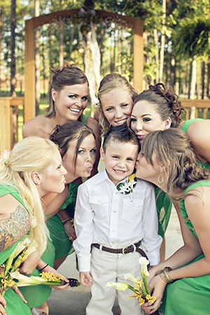 creative-wedding-photo-ideas-bridesmaids-and-ring-bearer