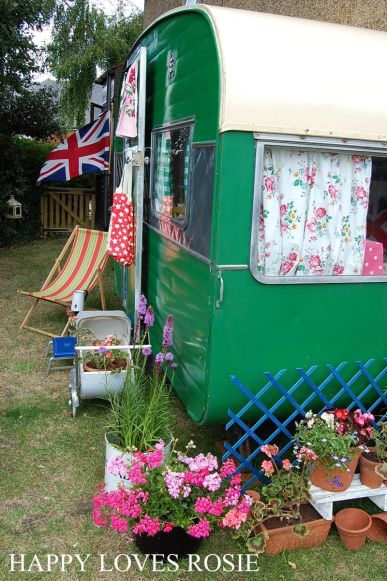 Cheap And Easy Ways To Decorate Your RV Camper 48