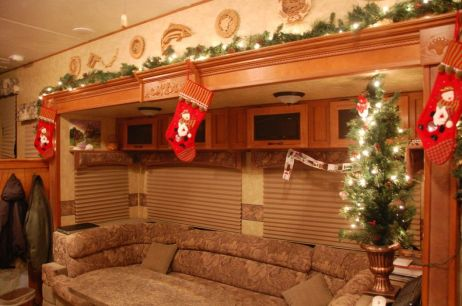 Cheap And Easy Ways To Decorate Your RV Camper 53
