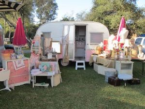Cheap And Easy Ways To Decorate Your RV Camper 58