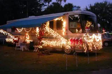 Cheap And Easy Ways To Decorate Your RV Camper 61