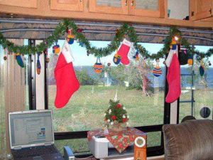 Cheap And Easy Ways To Decorate Your RV Camper 7