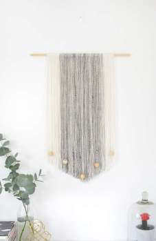 DECORATIVE WALL HANGINGS 143