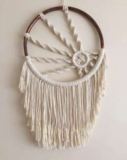 DECORATIVE WALL HANGINGS 16
