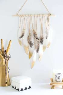 DECORATIVE WALL HANGINGS 33