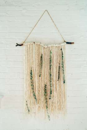 DECORATIVE WALL HANGINGS 57