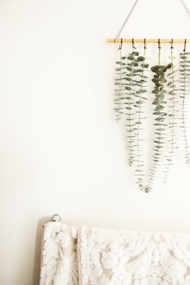 DECORATIVE WALL HANGINGS 63
