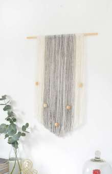 DECORATIVE WALL HANGINGS 77