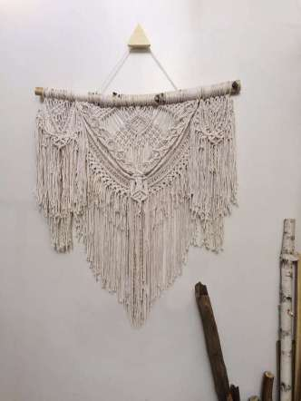 DECORATIVE WALL HANGINGS 92
