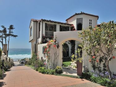 California Beach House 43