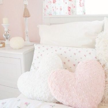 White And Pastel Bedroom 78
