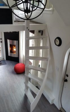 Tiny House Stairs 21