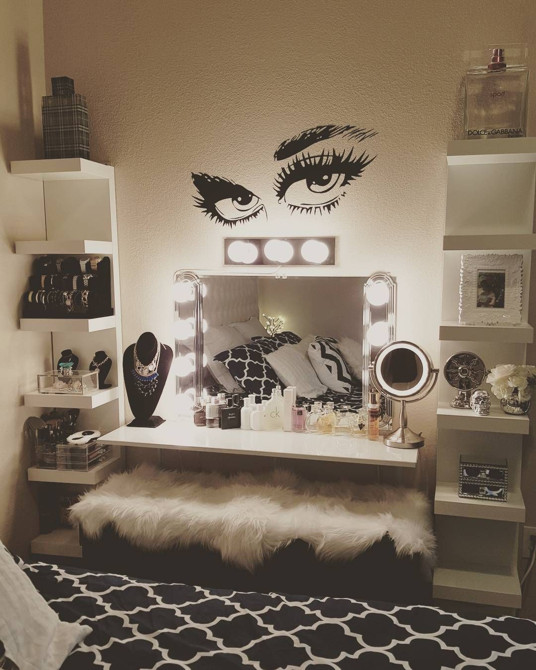 22 Glam Dressing Room Ideas Design Ideas - Decoratoo on Makeup Room Ideas  id=95756