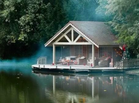 Lake House Christmas 25