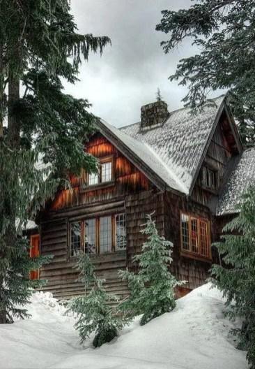 Lake House Christmas 38